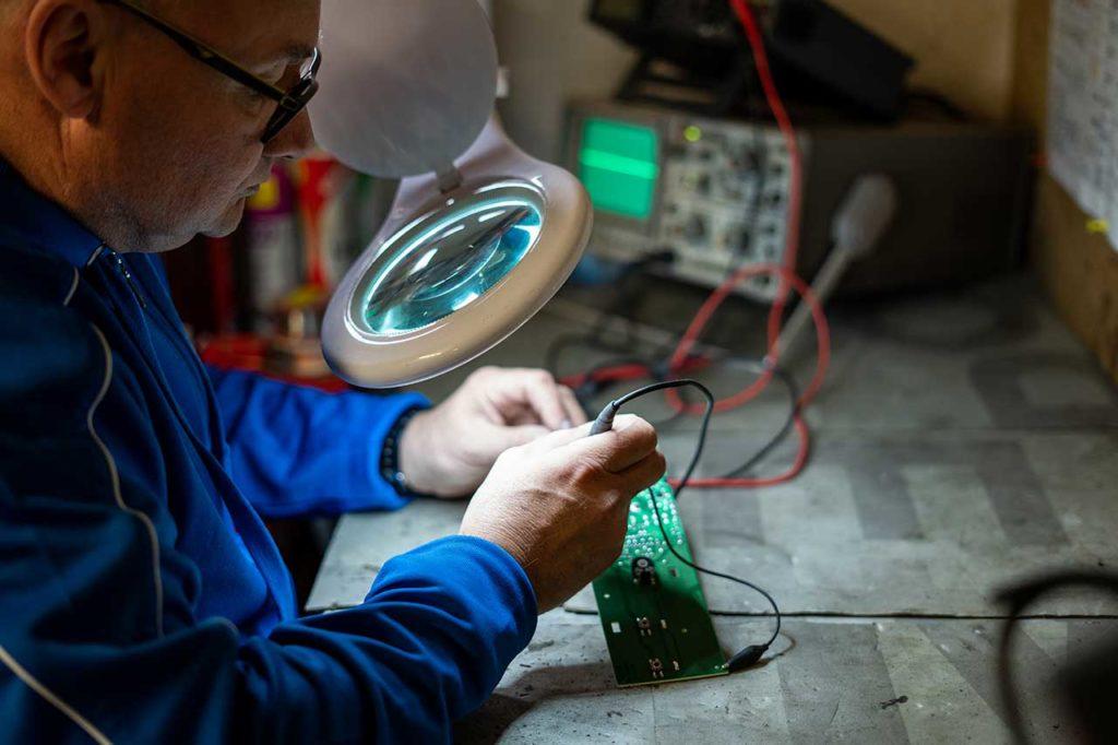 Réparateur électronique