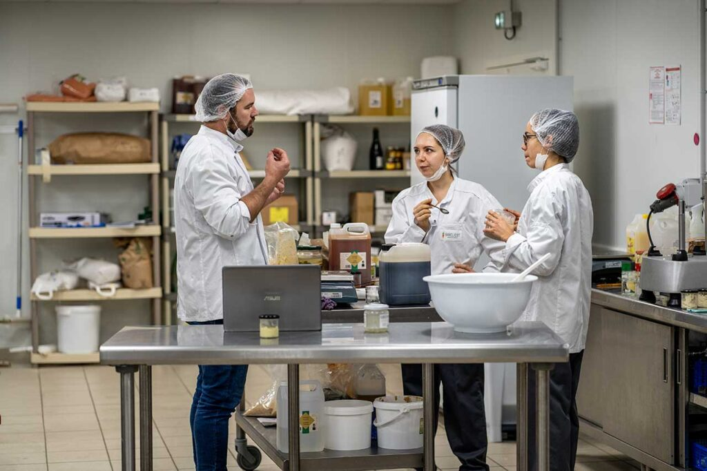 L'équipe Babelicot confectionne des recettes à base de légumes invendus bio, et locaux