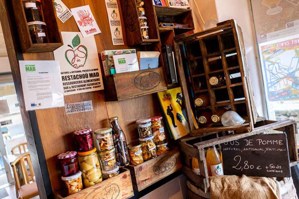 Conserverie qui valorise les surplus de productions locales